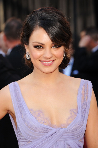 mila kunis makeup. Mila Kunis looked ravishing in