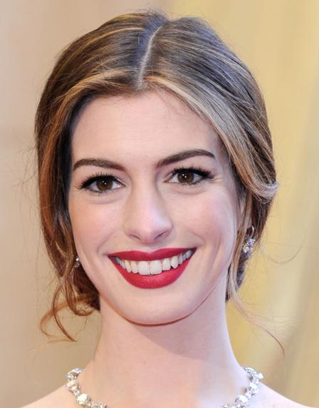anne hathaway oscar dress 2010. Anne Hathaway#39;s 2011 Oscar